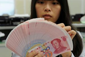 Nợ xấu tăng vọt, Trung Quốc theo dõi các giao dịch tiền mặt lớn
