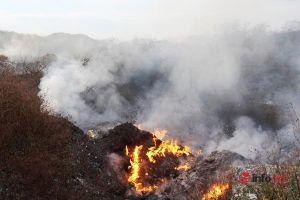 Nghệ An: Ngộp thở vì rác 'ủ lâu năm' cháy ngùn ngụt giữa trung tâm thành phố