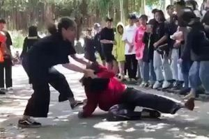 Thiếu nữ bị đánh vì 'nhìn chị': Chị giỏi võ?