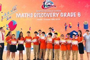 Lớp học chỉ 26 học sinh mà giành 186 giải thưởng trong một năm học