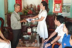 Báo Tiền Phong tổ chức thăm, tặng quà cựu TNXP có hoàn cảnh khó khăn tại Nam Định