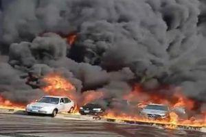 Clip: Khoảnh khắc nổ đường ống dẫn dầu khiến 20 ô tô bốc cháy dữ dội, 17 người bị bỏng