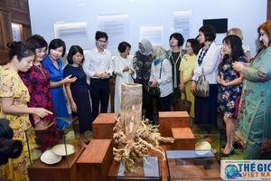 Nhóm AWCH tìm hiểu về các sản phẩm chăm sóc sức khỏe từ thảo dược của Việt Nam