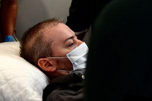 Bệnh nhân 91 phải thở oxy, dùng thuốc giảm đau trên chuyến bay về nước