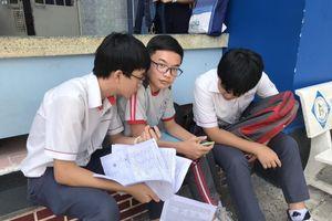 Thi lớp 10 TPHCM: Thí sinh thở phào với đề thi Toán