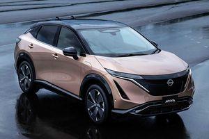 Logo mới của Nissan chính thức được gắn lên xe