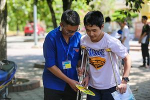 Thanh niên tình nguyện Nghệ An nấu cơm, tìm nhà trọ miễn phí cho thí sinh dự thi lớp 10