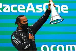 Hamilton giành chiến thắng thứ tám tại Hungary