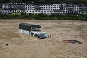 Lũ lụt nghiêm trọng ở Trung Quốc do thời tiết hay con người?