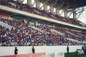 Báo Thái lại 'choáng' với hình ảnh và số lượng khán giả tại V-League