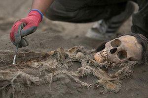 Khủng khiếp: Ngôi mộ tập thể của 227 đứa trẻ bị hiến tế