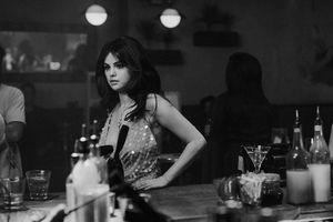 Selena Gomez tuổi 28 - gợi cảm, không còn nhớ về Justin Bieber