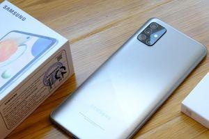 Cận cảnh Galaxy Samsung A51 phiên bản màu bạc crush mới tại Việt Nam