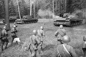 Quân đồng minh hỗ trợ Liên Xô chống phát xít Đức thế nào?