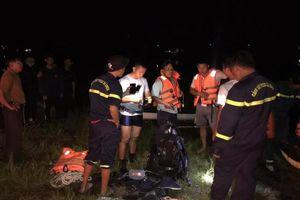 Nhậu xong rủ nhau chèo thuyền chơi hồ, 2 thanh niên chết đuối thương tâm