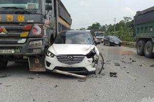 Nữ tài xế bất ngờ vượt gây tai nạn liên hoàn, 1 người tử vong