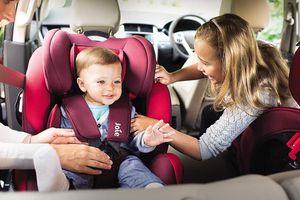 Trẻ nhỏ ngồi ở vị trí nào và như thế nào trên ô tô là an toàn nhất?