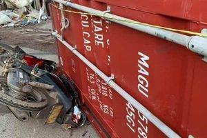 Tin tức tai nạn giao thông (TNGT) nóng nhất chiều 29/7: Thùng container rơi khỏi rơ mooc văng xuống đường, đè chết một phụ nữ