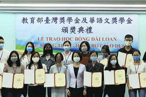 Văn phòng Kinh tế và Văn hóa Đài Bắc trao học bổng cho học sinh, sinh viên