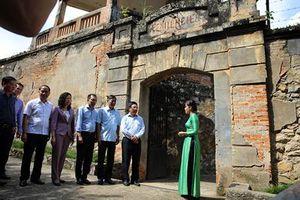 Phó Thủ tướng Phạm Bình Minh thăm Di tích lịch sử Nhà tù Sơn La