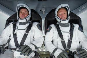 Hai phi hành gia ISS trở về trái đất trên tàu SpaceX