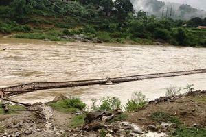 Thanh Hóa: Hàng trăm hộ dân bị cô lập do mưa lũ