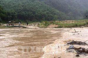 Nhiều hộ dân ở miền núi Thanh Hóa bị cô lập do mưa lớn