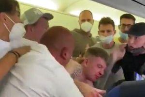 Hai hành khách say rượu đánh nhau chảy máu mũi trên máy bay vì 'không đeo khẩu trang'