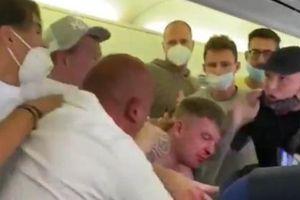Hai hành khách say rượu đánh nhau hộc máu mũi ngay trên máy bay vì tranh cãi chuyện đeo khẩu trang