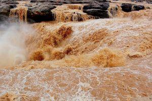 Thác nước vàng lớn nhất thế giới ở Trung Quốc mùa lũ