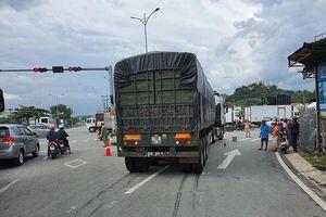 Xe container ôm cua cán tử vong một người đi xe máy