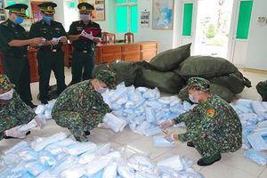 Bắt giữ vụ nhập lậu 90 nghìn chiếc khẩu trang y tế qua khu vực mốc 1284