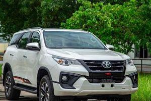 Giá xe Toyota tháng 8/2020: Toyota Fortuner giảm giá 'khủng' lên đến 100 triệu đồng