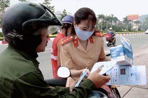 Bà Rịa - Vũng Tàu: Công an thị xã Phú Mỹ tặng khẩu trang y tế và tuyên truyền người dân phòng chống Covid-19