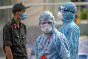 Bệnh nhân 749 đến nhiều trạm y tế và dâng hương ở nghĩa trang