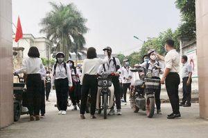 Huyện Sóc Sơn phát miễn phí khẩu trang cho hơn 3.600 thí sinh thi tốt nghiệp THPT