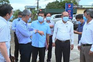 Đề nghị đình chỉ Chủ tịch UBND phường và Trưởng trạm y tế vì lơ là chống dịch