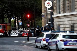 Bắt cóc con tin chớp nhoáng tại Pháp
