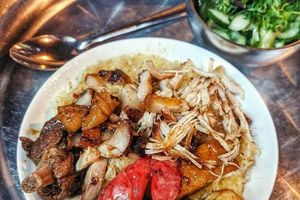 Sưởi ấm bụng đói với 5 quán xôi đêm Hà Nội