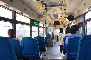 Hoạt động xe buýt sau diễn biến mới của Covid-19: Cận cảnh những chuyến vắng tanh, khách di chuyển lo ngại