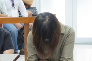 Vụ bé trai trường Gateway tử vong trên xe đưa đón: Nữ giáo viên bật khóc, xin hưởng án treo