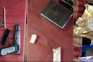 Một ngày bắt 2 vụ ma túy, thu giữ 6 gói ma túy và 1 súng ngắn