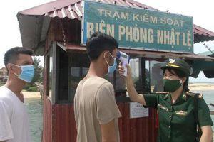 Quảng Bình: Cứu sống 8 thuyền viên gặp nạn trên biển