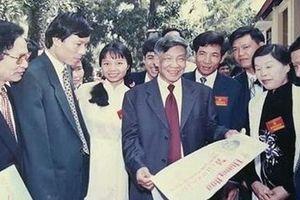 Nguyên Tổng Bí thư Lê Khả Phiêu với văn nghệ sĩ - nhà báo