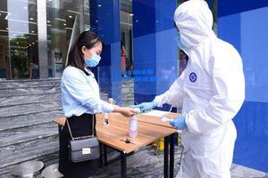 Bệnh viện lập chốt kiểm dịch, phân luồng khám, phòng chống Covid-19