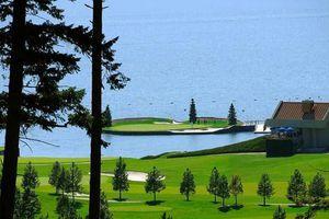 Độc đáo sân golf lênh đênh giữa hồ nước, thách thức tài năng của các golfer