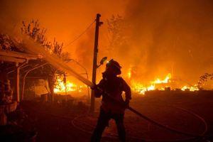 Sét đánh gây ra nhiều đám cháy ở California, hàng trăm người sơ tán