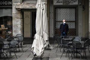 Italy đóng cửa các hộp đêm và bắt buộc đeo khẩu trang