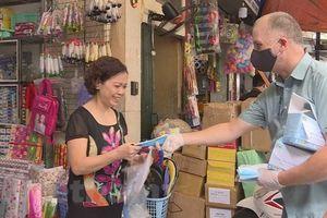 Người nước ngoài nỗ lực tham gia chống dịch COVID-19 ở Việt Nam
