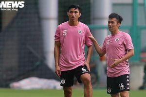 Hơn nửa năm không đá bóng, Hà Nội FC sử dụng Văn Hậu thế nào?